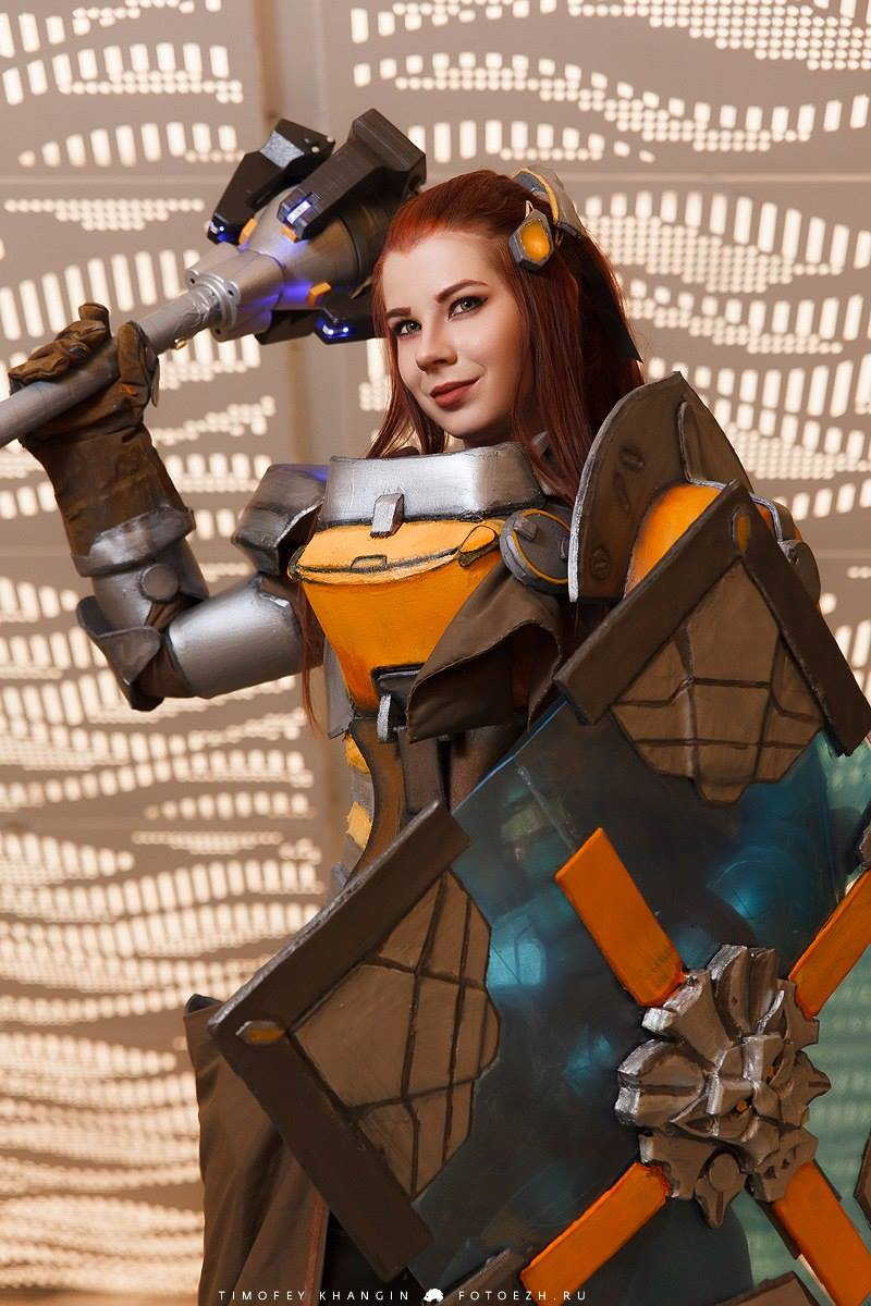 Brigitte Cosplay Anastasya Zelenova with shield